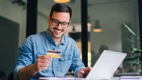 Jak płacić kartą przez Internet? Bezpieczeństwo transakcji internetowych