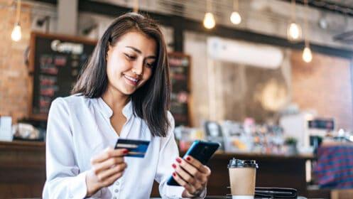 Jak przebiega autoryzacja transakcji kartą płatniczą?