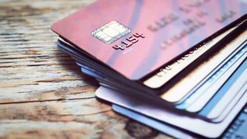 Rodzaje kart płatniczych a bezpieczeństwo transakcji. Na co warto zwrócić uwagę?